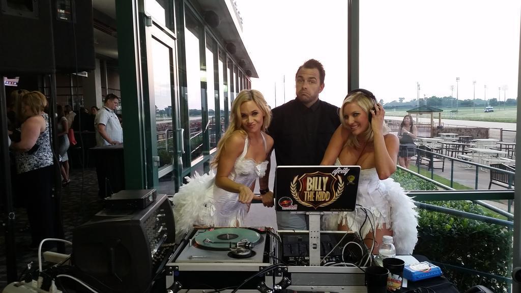 Elite Showgirls DJ takeover with @billyontheradio  Epic! #casinoparty #EliteCasinoEvents http://t.co/7XqRxiPttK
