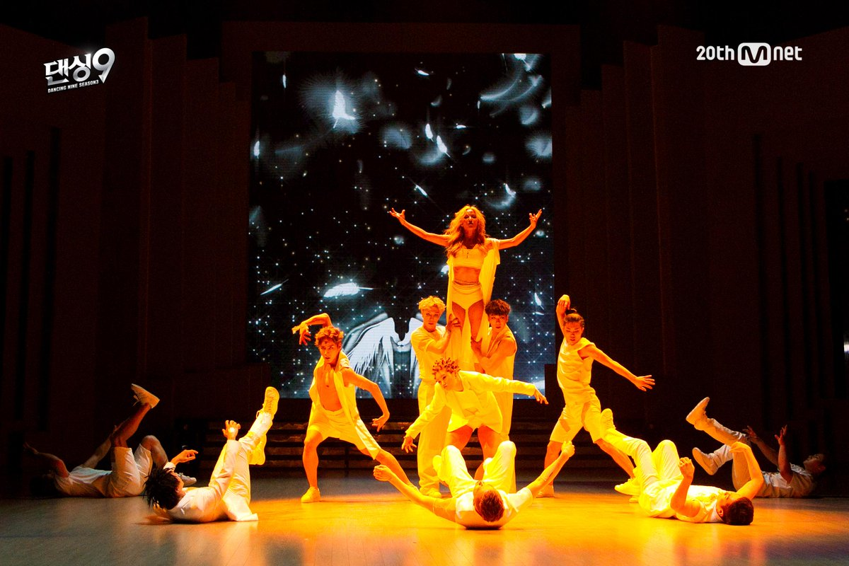 [#댄싱9시즌3] 7차전 파이널매치! <5라운드> #블루아이 단체무대! 우승컵을 향한 블루아이의 강렬한 의지로 꾸며진 웅장한 무대! 오늘 밤 11시 Mnet 댄싱9 시즌3! 본방사수! http://t.co/nrw5UB83K4