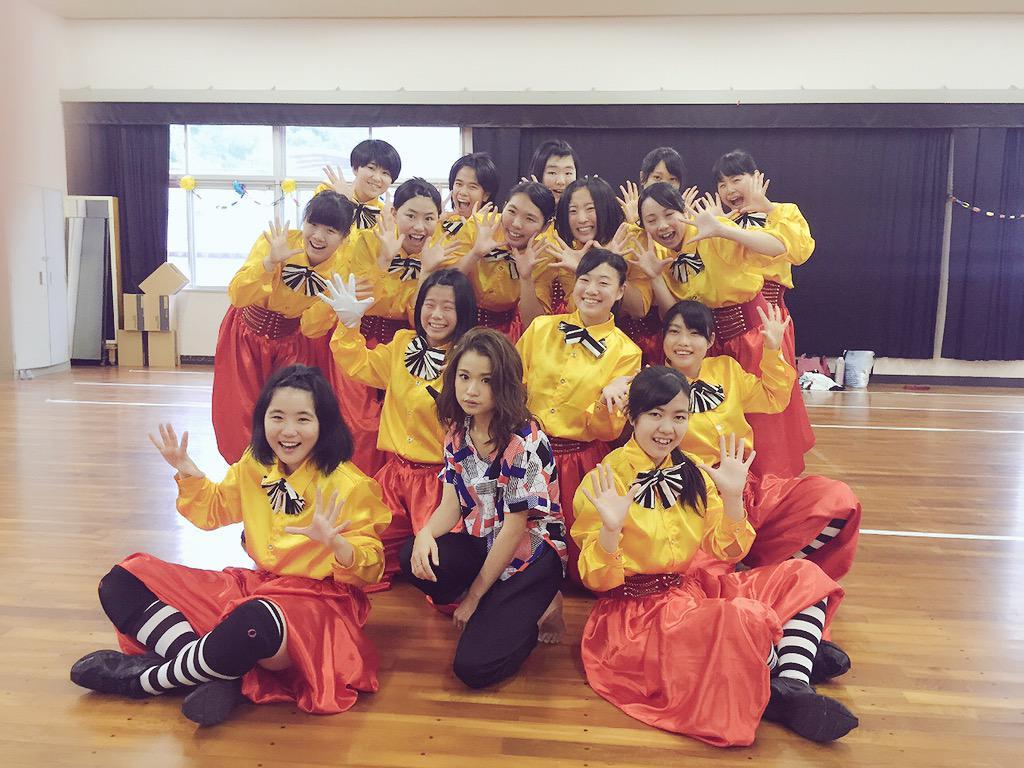 文化祭で歌ってきた(´▽`)♪ ダンス部のみんなとっ!にしても背が高い… http://t.co/74rC5qg1lr