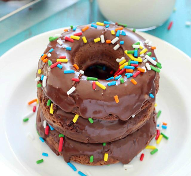 Go all out on #NationalDonutDay by making Baked Chocolate Cake Donuts from @JenNikolaus! http://t.co/vQKNt5YtSn http://t.co/YtvAgyYamS