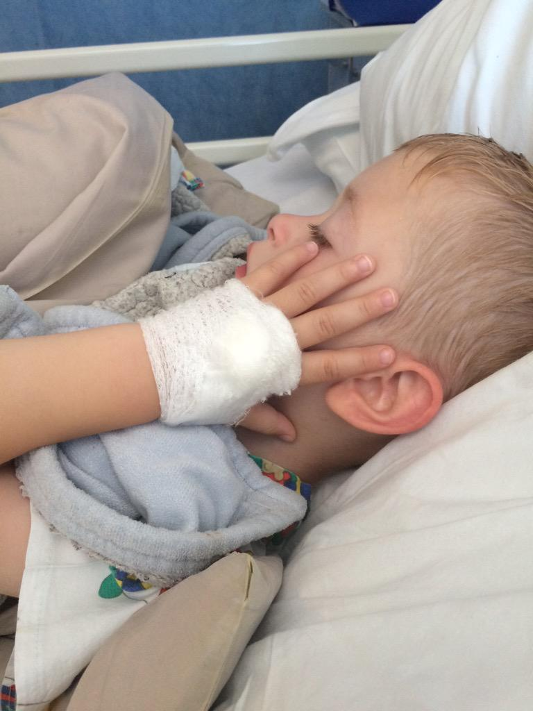 RT @amyalirose_rose: @LeighFrancis Seth my brave 4 year old lad is in hospital sporting a bandage that I'm sure @lemontwittor would High5! …