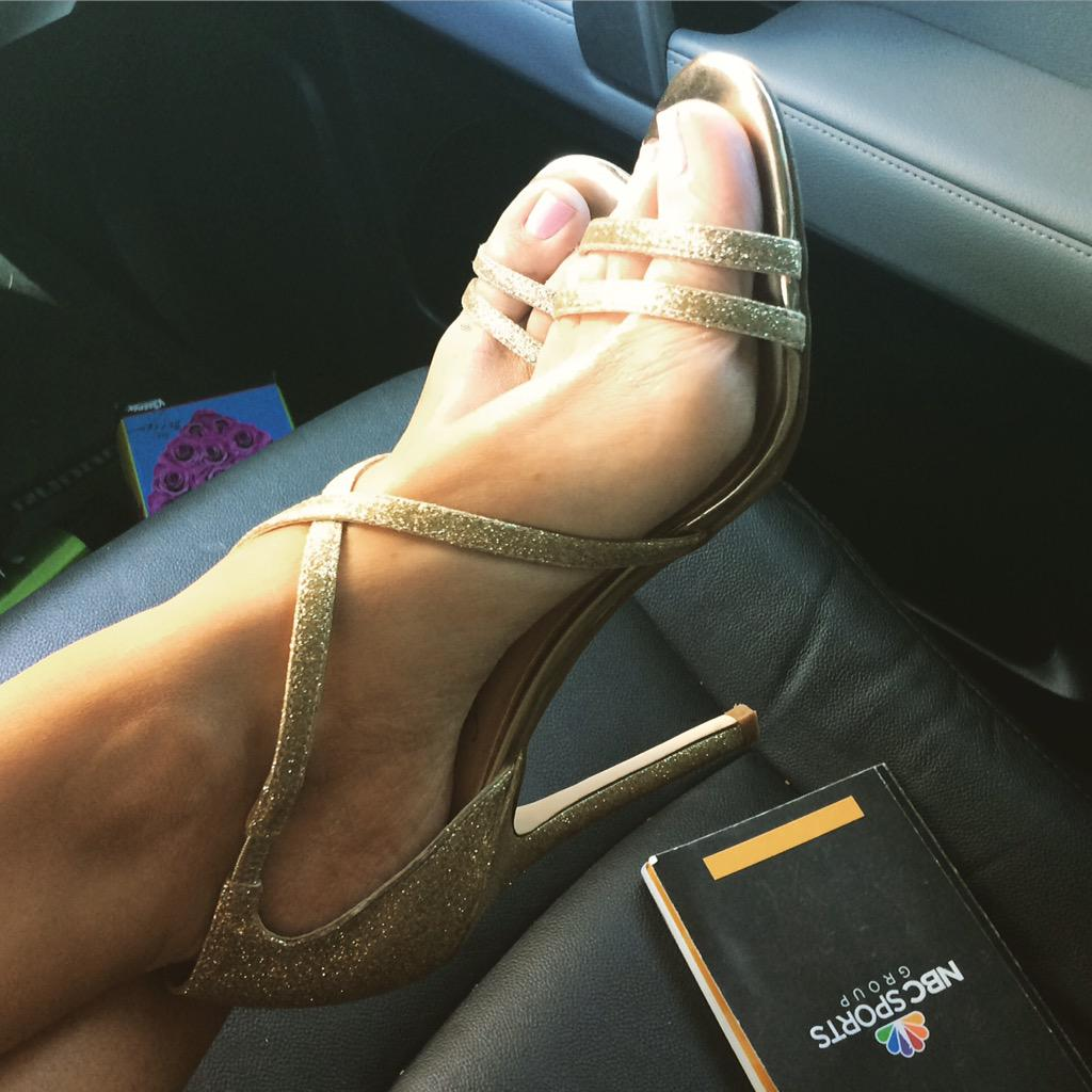 #FunShoeFriday courtesy of these gold little numbers (the @ivankatrump shoe line)<br>http://pic.twitter.com/i8lJMZI92P
