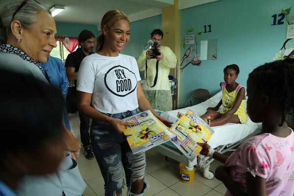 RT @GlobalGrind: Beyoncé sells BeyGOOD t-shirts to help children in Haiti http://t.co/snCcdBZAuN http://t.co/zTJsOIE0xR