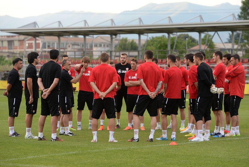 Drulović gives out instructions; photo: sportmedia.mk