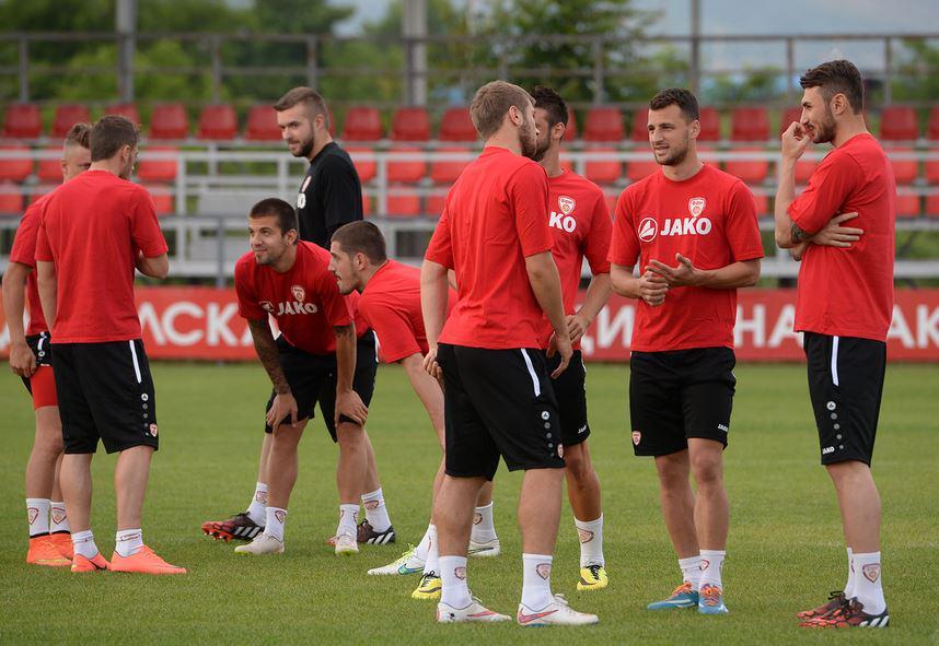 Players catch up; photo: sportmedia.mk