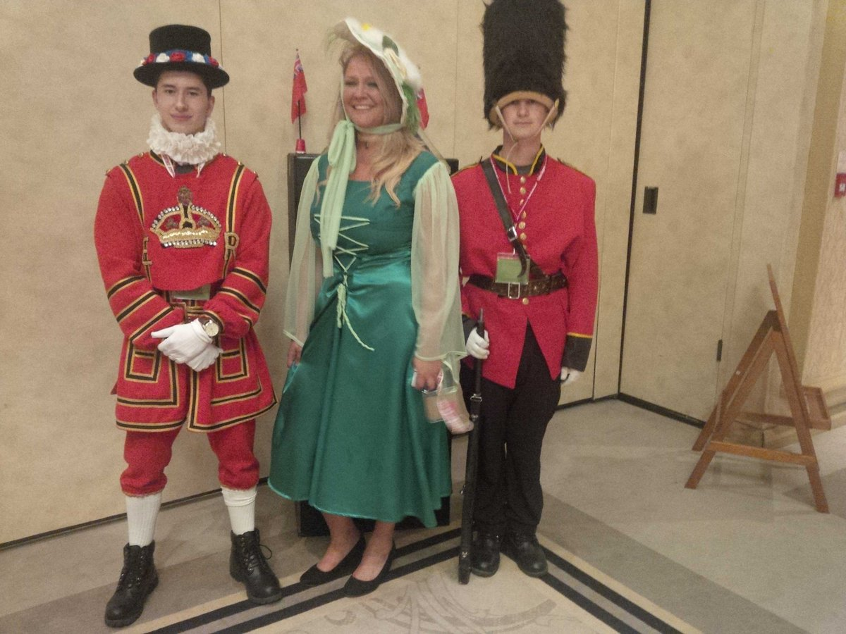 @LEMCStoppers team taking the #London #PubTheme seriously @CSOntario #OACS2015  @CrimeStoppersOT having fun http://t.co/adkic0PdKx