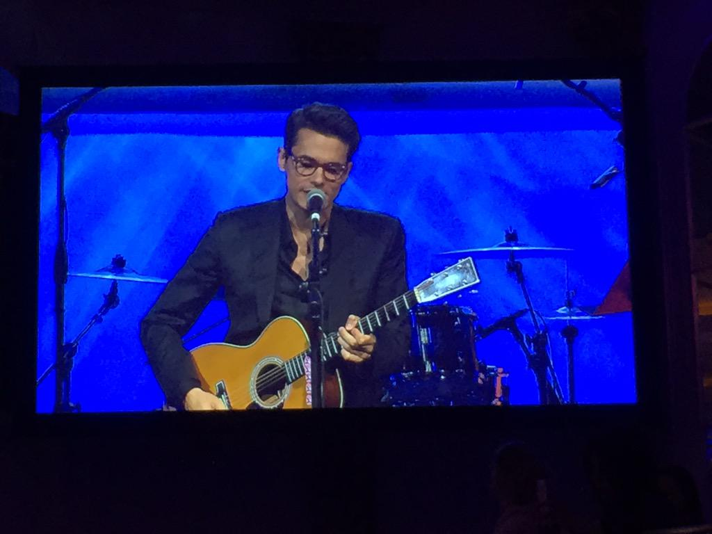 Amazing @JohnMayer is supporting @srfcure with an out of this world performance http://t.co/emQHeqkisy
