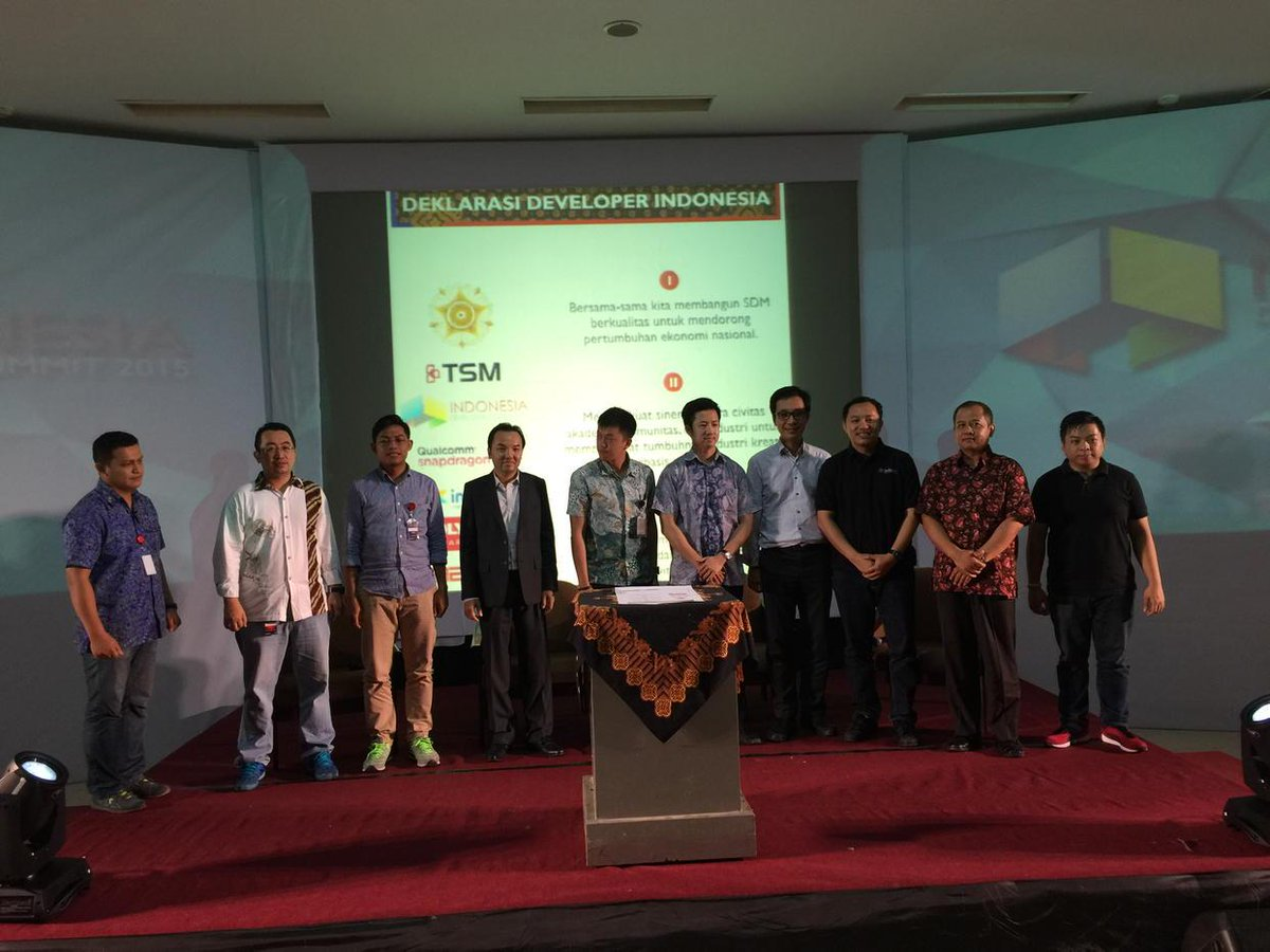 Sign of Indonesian Developer Declaration by @bennyhutagalung @MiOfficial_ID @techinasia TSM @idndev http://t.co/CrhHAOiwJK