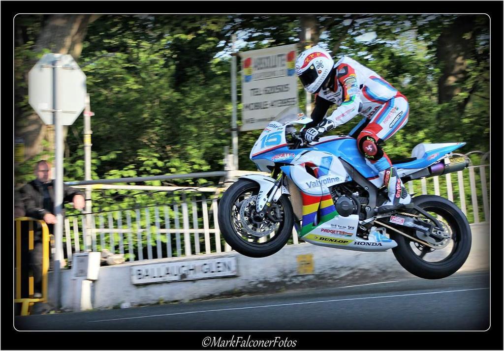 [Road Racing] TT 2015 - Page 3 CGznh9IXIAA3jnm