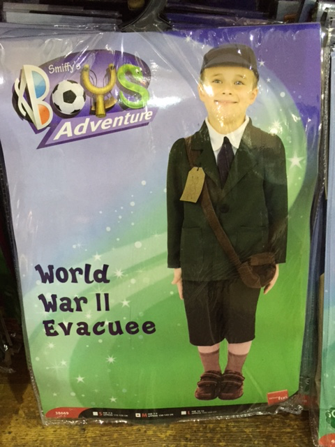 "As @elvis717 says, ""Who doesn't want to play World War II Evacuee""? http://t.co/y5DU6ymax8"