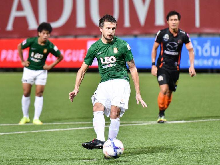 Tasevski converts his penalty; photo: Bangkok Glass