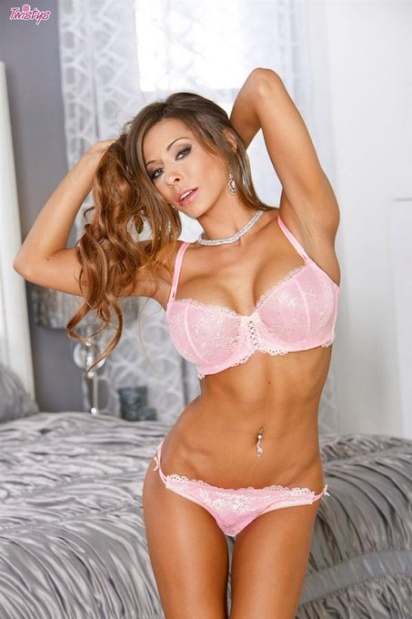 """2 pic. """"@rumberos: Madison Ivy @Madison420Ivy xoxoxo http://t.co/owFqFzSQEF http://t.co/d3kUnGpatg"""""""