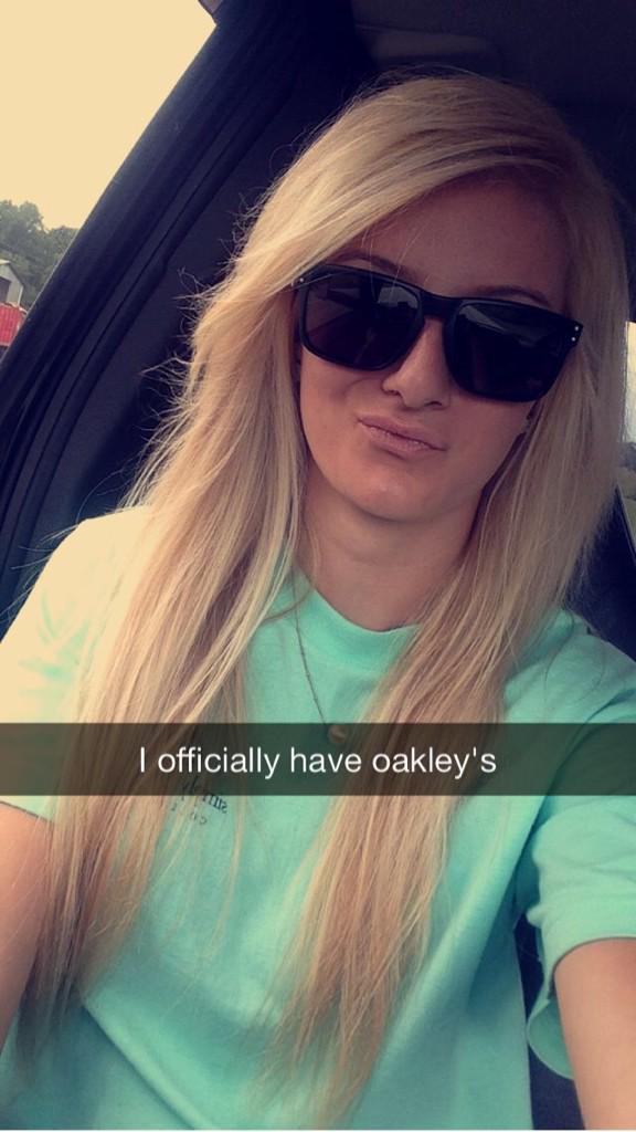 b7fe62eb812  Oakley  HolBrook pic.twitter.com OXqBwXeVGp