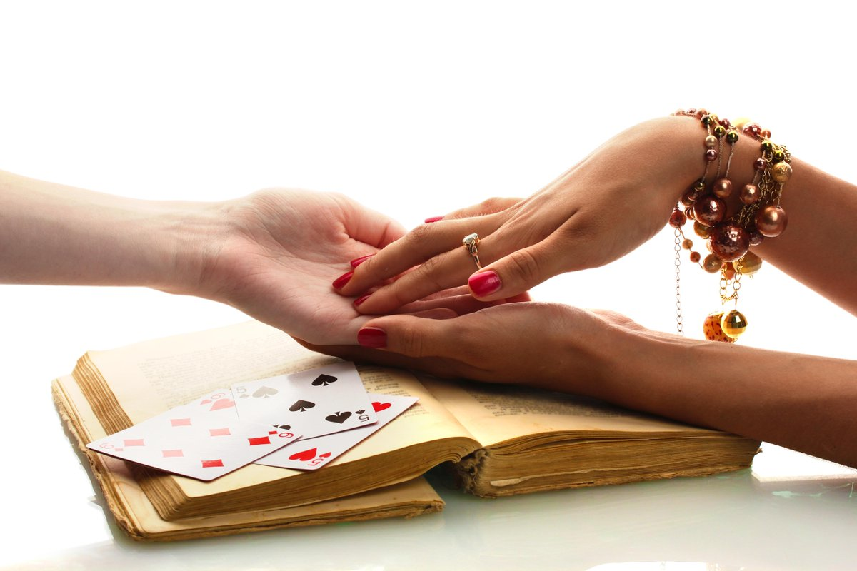 The Voodoo Queen's specialty? Matchmaking  Alpha's Voodoo http://t.co/F6HJgQypbF #lsbooks #histrom #pnr http://t.co/Sh1V2k0Gr1