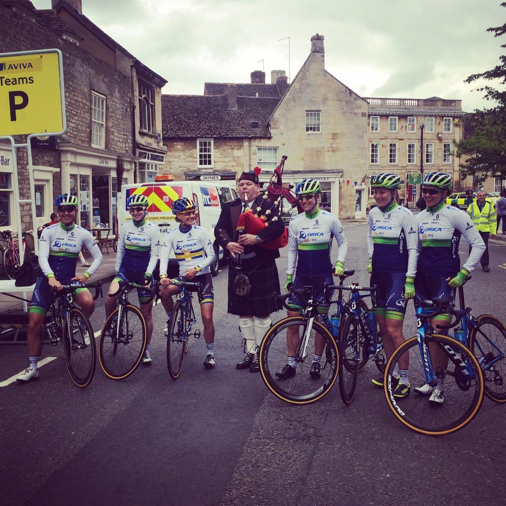 AvivaWT2015  Welcome ceremony for the ORICA-AIS girls in Oundle.pic.twitter .com SoHX3YgoHL 7e79e8bb9