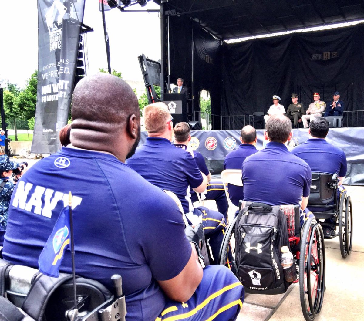 #SecDef Ashton Carter welcomes athletes #WarriorGames #TeamNavy @navysafeharbor http://t.co/LrJgUOywJH