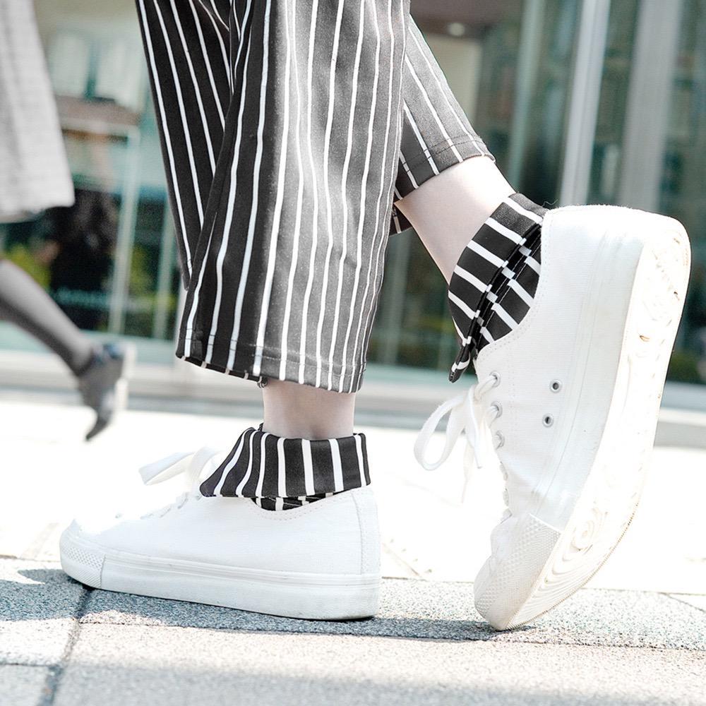 襟巻靴下『stripe』各 4,104円『セーラー襟』3,564円『水色猫目』3,564円 可愛くてお洒落なバリエーションの数々… セーラー襟には、矢張りハンカチーフを巻きたい処。猫目はボタンダウン付きのカジュアルデザイン。 http://t.co/tMUM4ZZ5xJ