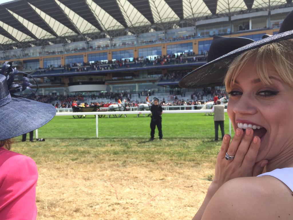The queen totally photo bombed my pic at the #RoyalAscot 😋 http://t.co/3KnHZDGiYm