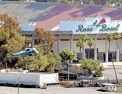 President's chopper lands @ #RoseBowl as @BarackObama stops in #Pasadena, #HighlandPark http://t.co/P3ijSlmEYD #Obama