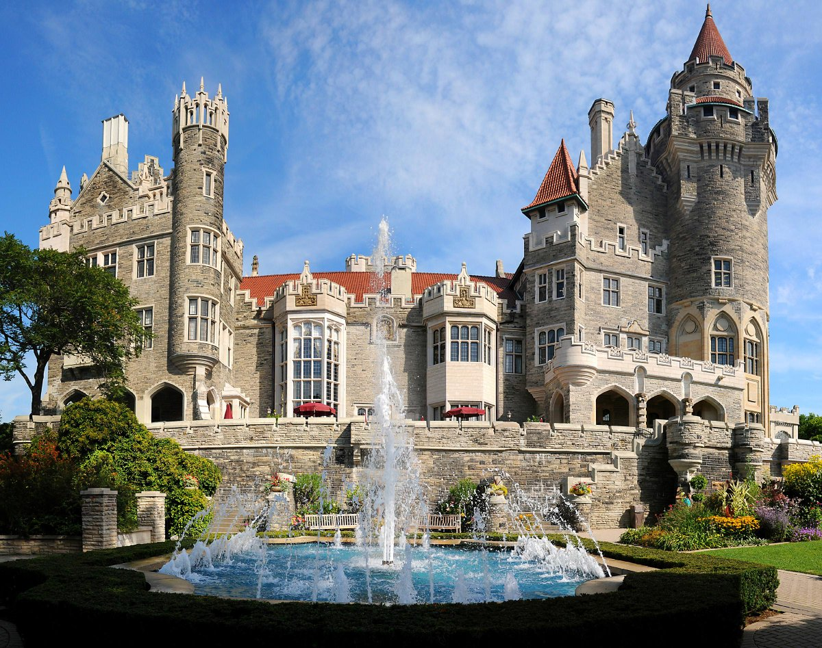 Visit @CasaLomaToronto for it's 1st summer #LiciousTO event; featuring local seasonal dishes!  http://t.co/E6dupfqXG5 http://t.co/O4gjQ4yLB0