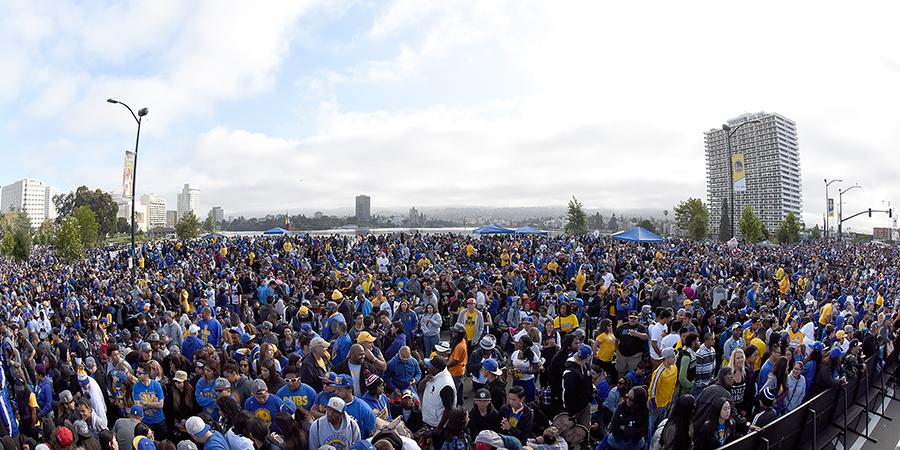 prix le plus bas 8777f ef7da Oakland Golden State Warriors : NBA ville Oakland fête ...