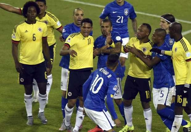 FOTO Neymar e la pallonata da 4 turni da squalifica in Brasile-Colombia 0-1