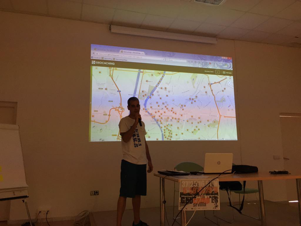 Continuamos con la charla sobre #geocaching a cargo de David de Hurones Team #geocampes http://t.co/Qzscmne8lH