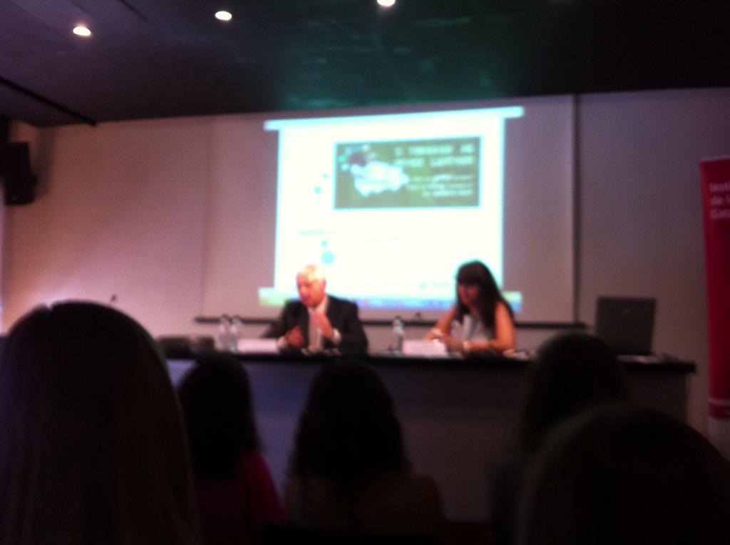 @sicafe #joveslectors Comença la I trobada d joves lectors amb Laura Borràs i Ferran Mascarell http://t.co/Ths7ErU1eI