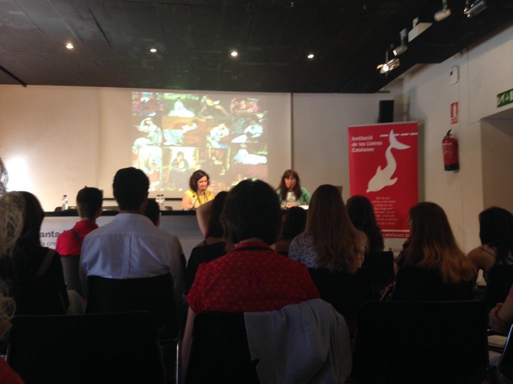 """#joveslectors  #ql #ITrobadaJovesLectors Conferència per Laura Borràs """"Llegir avui: Formes de Lectura Compartida"""" http://t.co/JpzvukcJf9"""