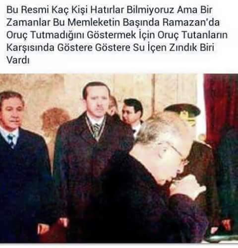 """Salih 🇹🇷 en Twitter: """"70 milyona """" ben oruç tutmuyorum """" diye göstermek  için su içen Ahmet Necdet Sezer seni de unutmadık http://t.co/8peS3Iuysw"""""""
