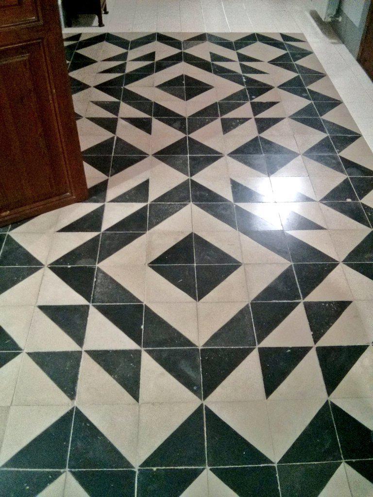 #tilling with catalan #tiles, also called Truchet tiles @imatematicas #mathphoto15 https://t.co/7CmAKrRB5h http://t.co/2QoJMoNrJc