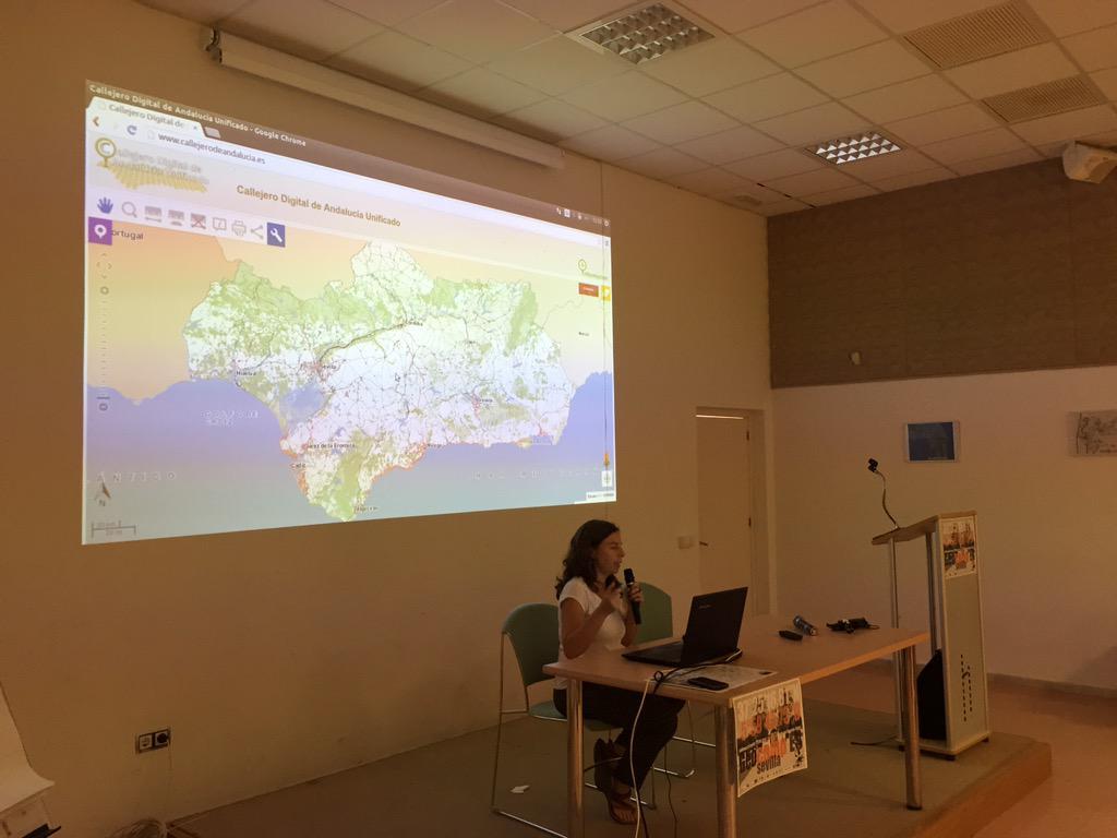 Seguimos con Paloma que nos viene hablar del Callejero Digital de Andalucia, hecho con Software Libre #geocampes http://t.co/efHFwLsD2z