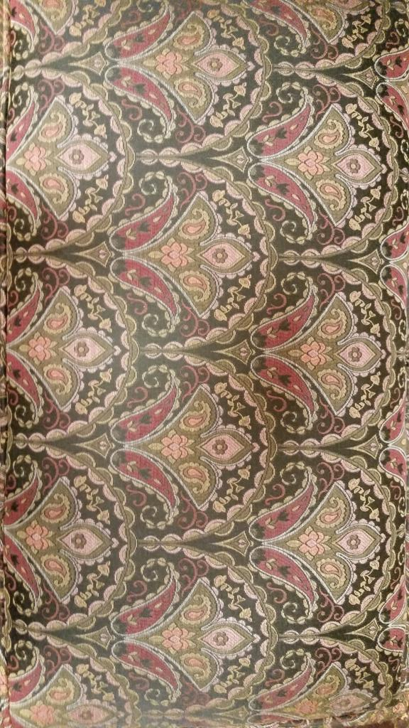 #mathphoto15 #tiles fabric on antique chair http://t.co/Z5PPw9j2oX