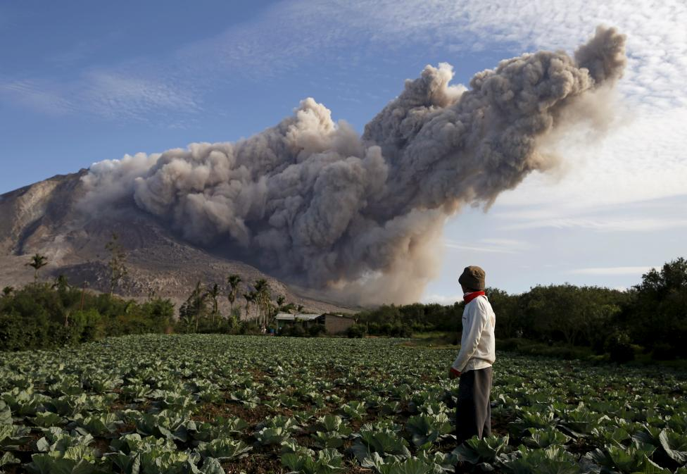 PICTURE OF THE DAY: #MountSinabung eruption. More than 10,000 people in refugee camps.  Photo: @Reuters #Indonesia http://t.co/lOMfGdz814