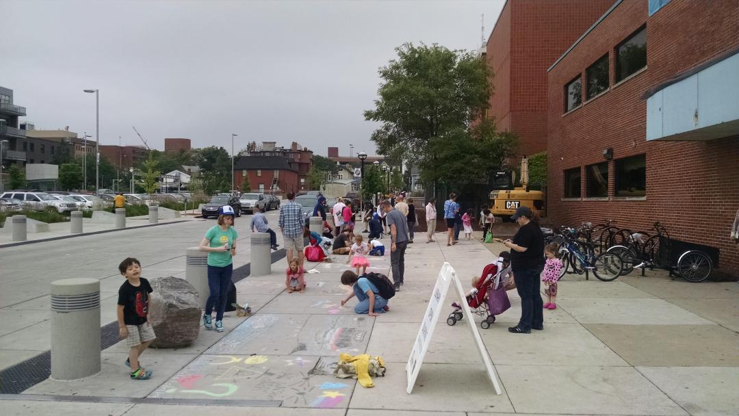 Chalk Art Jam with @davidzinn_art at  @aadl #kidsreadcomics! Today and tomorrow from 1-4pm! #AnnArbor http://t.co/B3SqNlFlRB