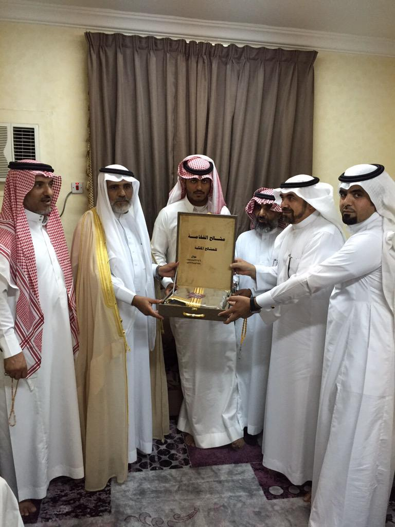 CHASBMPUcAEgeg3 - تكريم خريج معهد الدراسات الفنية بدر بن ظافر ابن قليل آل عمَر