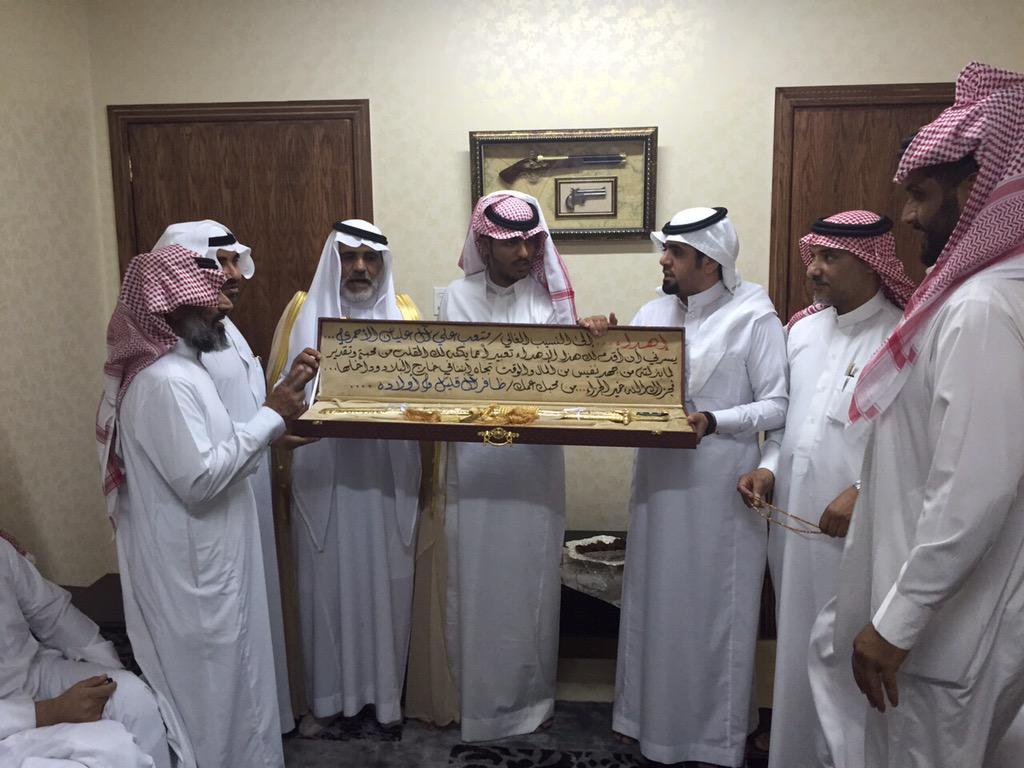 CHASBOZUYAA7Tp  - تكريم خريج معهد الدراسات الفنية بدر بن ظافر ابن قليل آل عمَر