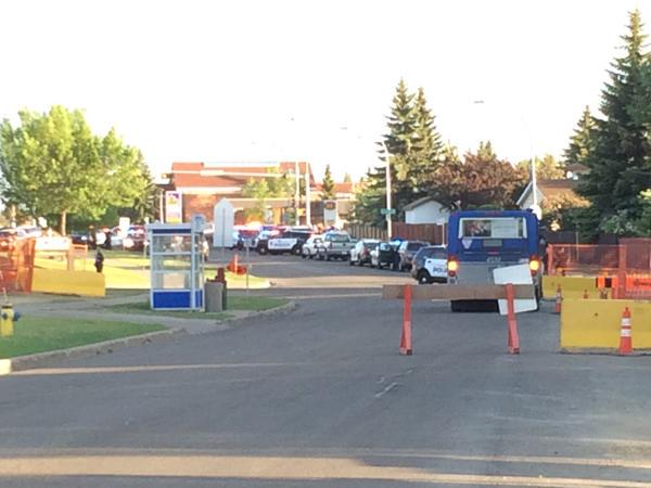 UPDATED: Cop reportedly shot in west Edmonton. Heavy police presence. More to come http://t.co/GGA2ZXZHlA #yeg http://t.co/nTb2HIX0GV