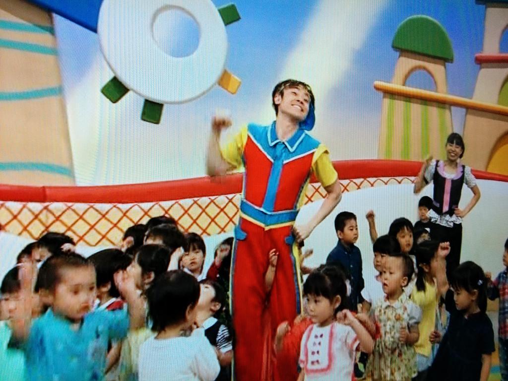 おかあさんと一緒で体操のおにいさんが、そそり立つぺニスを丸出しにしてるかと思ってびっくりした。 http://t.co/iu48FUgJAG