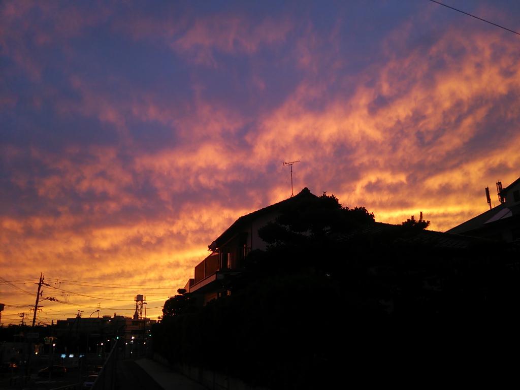 夕焼け…たな。( ´△`) http://t.co/PKeyP1o66F