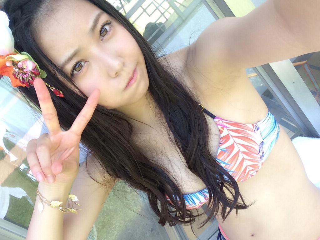 ドリアン少年/NMB48 MV水着オフショット