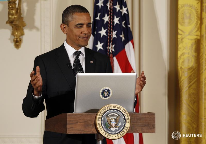 president obama with a macbooksticker on his macbook