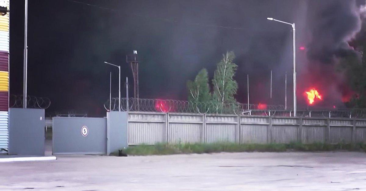 Минобороны эвакуировало авиатехнику из воинской части под Васильковом из-за пожара на нефтебазе - Цензор.НЕТ 3822