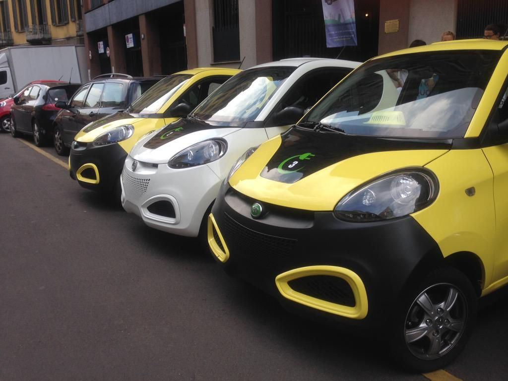 FOTO L'estate con il car sharing elettrico e free floating di Milano