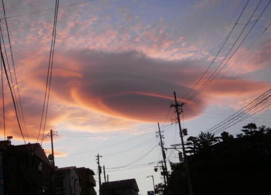 夕方の地震雲 pic.twitter.com/ea1zXbVfb0