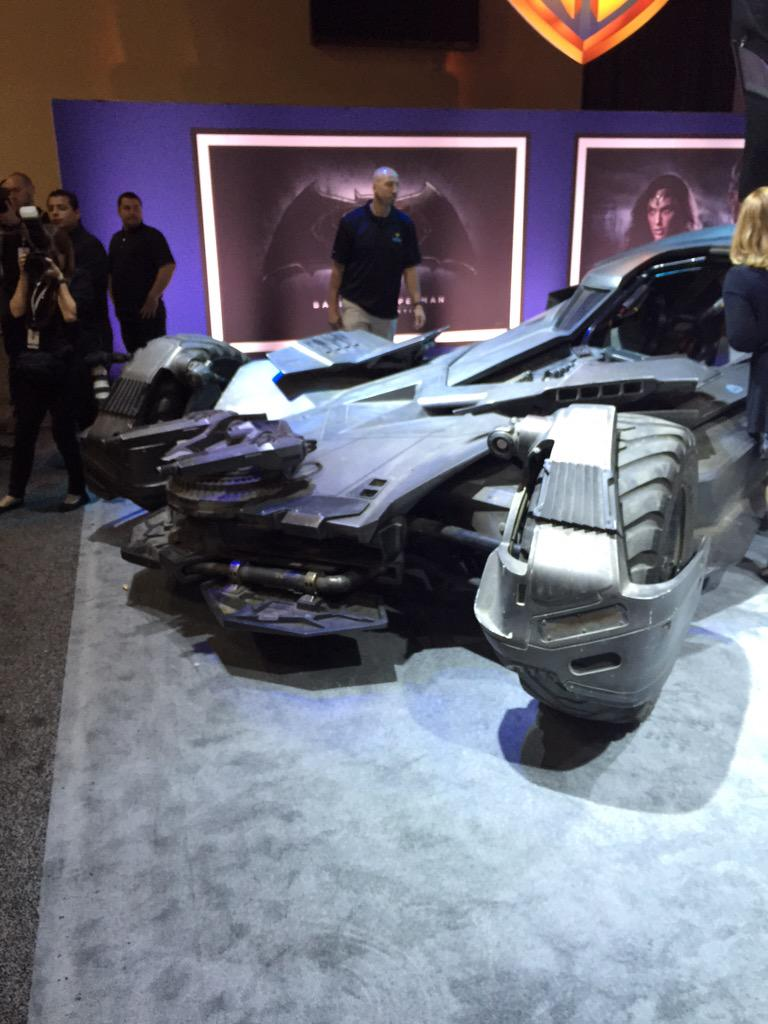 The unveiling of the NEW #Batman batmobile! #BatmanvsSuperman #licensing15 #WB #DC http://t.co/JGM8xdkfuR