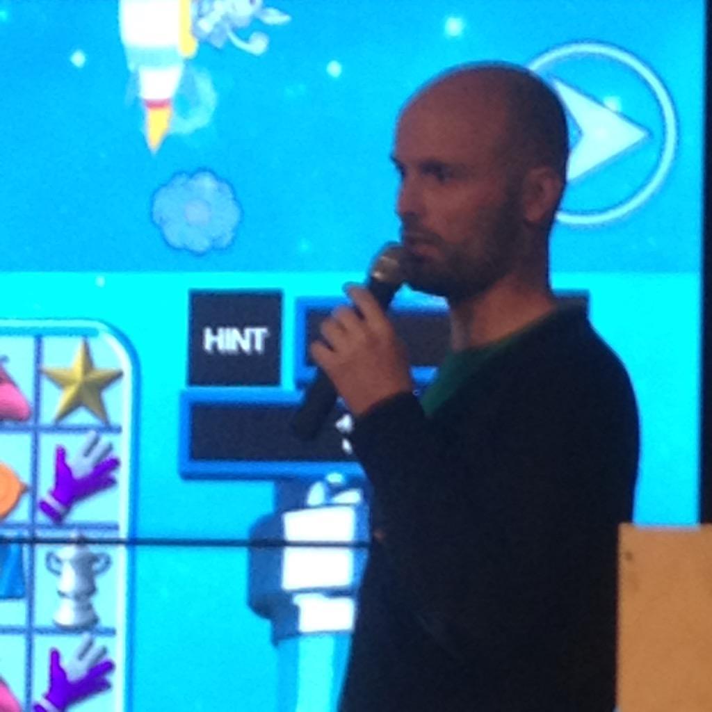 #startupjourneys great advice fro Simon @thumbfood #hangaroundinlifts its pays off @nothernsoho @McrEscalator http://t.co/TUh772nVee