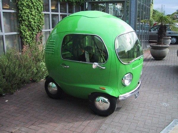 なんだか良くわからないが、とにかく可愛らしい車。 pic.twitter.com/8RRQfz64Ct