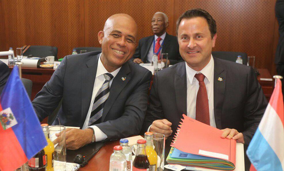 Avec quelques homologues avant le lancement de la cérémonie d'ouverture du Sommet UE-CELEAC http://t.co/l3P8WZ3Fc1
