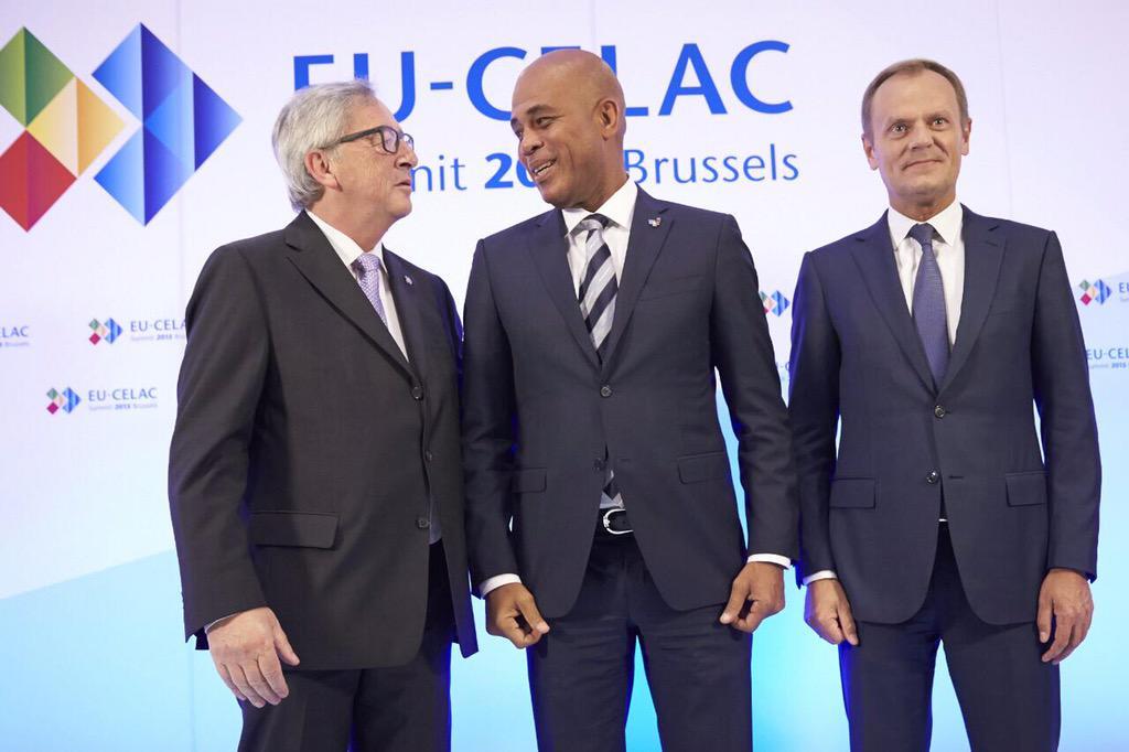 Photo officielle de Bienvenue avec le Président de la Commission Européenne, M. Jn-Claude Juncker et M. Donlad Tusk http://t.co/457SW6SV98